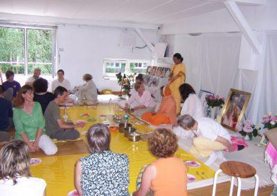 2010 Hamburg Einweihungsprogramm   mit Gurukrupanandaji und Gurusharanandaji (damals Dhyanamayee)
