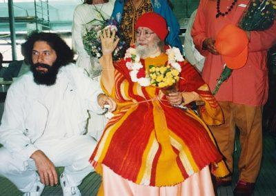 Mai 1995- Paramahamsa Harirarananda Giri in Hamburg am Flughafen
