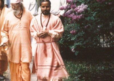 Mai 1995 Gurudev Paramahamsa Hariharananda in Hamburg mit Paramahamsa Prajnananandaji